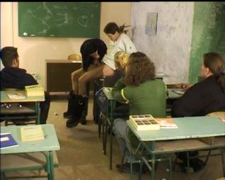 Iskolás lányok 4.