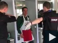 Mexikói szurkoló meglepetése az orosz rendőrnek