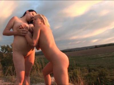 Réka és Melinda a hegyen