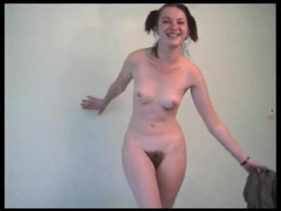 Szőrös puncis duci anya pisil és masztizik.