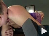 A diáklány megúszta a kicsapást - Kefélt az igazgatóval!