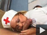 Odaadó ápolónő