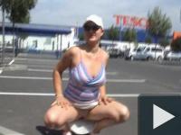 Gréti a parkolóban