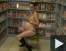 Móni terhes és szexshopban kefél