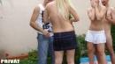 Szöszi barátnők kerti szexpartyja - 2. kép