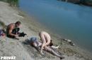 Anya és fia a nudi strandon - 9. kép