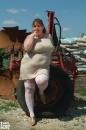 Molli, a traktoroslány - 1. kép