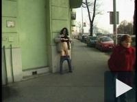 Mariann az utcán masztizik