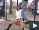 Szopatás a buszmegállóban