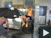 Tini a garázsban
