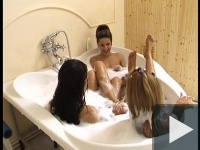 Triplapina fürdőshow