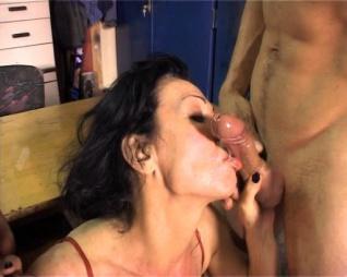 Dildo sluts maszturbina 2
