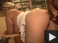 Juditta fekete fütyin dolgozik