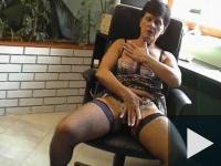 Ilona néni az irodában